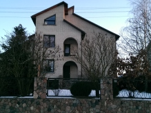 4x3_front_house_2
